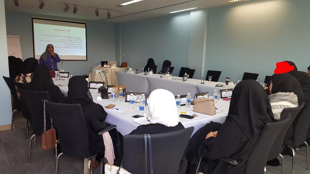 عقدت الدورة التدريبية مهارات استخدام الوسائل التعليمية الحديثة